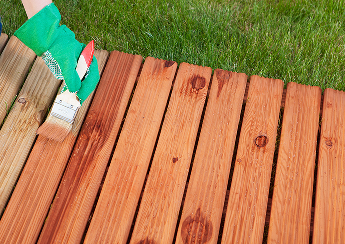 Ai nevoie de un lac pentru lemn? Afla care sunt detaliile de care sa tii cont pentru a-l alege pe cel mai bun!
